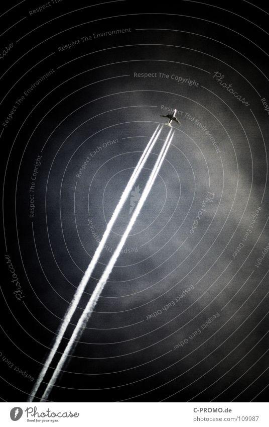 Terrorgefahr am Himmel? Ferien & Urlaub & Reisen Tourismus Pilot Luftverkehr Wolken Klima Klimawandel Flugzeug fliegen bedrohlich dunkel Angst gefährlich