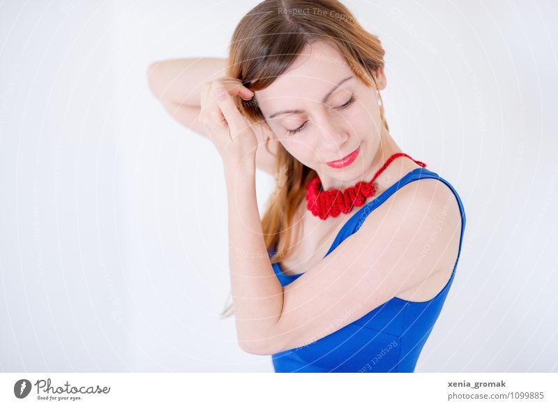 blaues Kleid, rote Kette Lifestyle elegant Stil Design Freude schön Körperpflege Haare & Frisuren Haut Gesicht Gesundheit Erholung ruhig Freizeit & Hobby