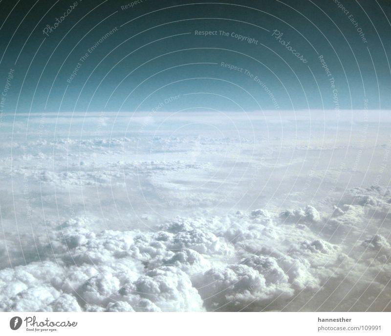 noch ne stunde.. schön Himmel weiß blau Wolken Ferne Luft Flugzeug hoch Luftverkehr Aussicht