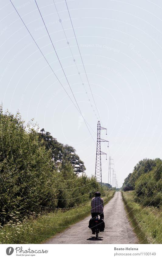 Unter Leitung der Elektrizitätswerke Freizeit & Hobby Ferien & Urlaub & Reisen Ausflug Sommer Sport Fahrradfahren maskulin Natur Landschaft Wolkenloser Himmel