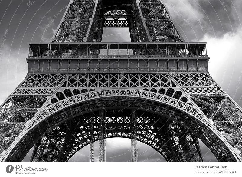 Eiffelturmdetail Himmel Ferien & Urlaub & Reisen Stadt Wolken Architektur außergewöhnlich Fassade Design elegant Tourismus ästhetisch hoch fantastisch Europa
