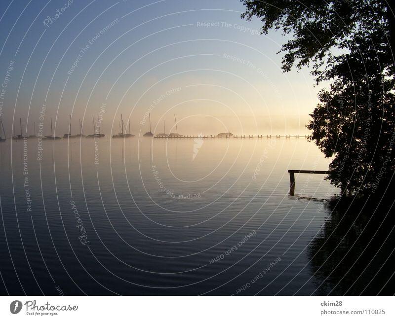 morgens um 7 Sonnenaufgang Nebel Starnberger See Segelboot Steg Sommer ruhig seeshaupt