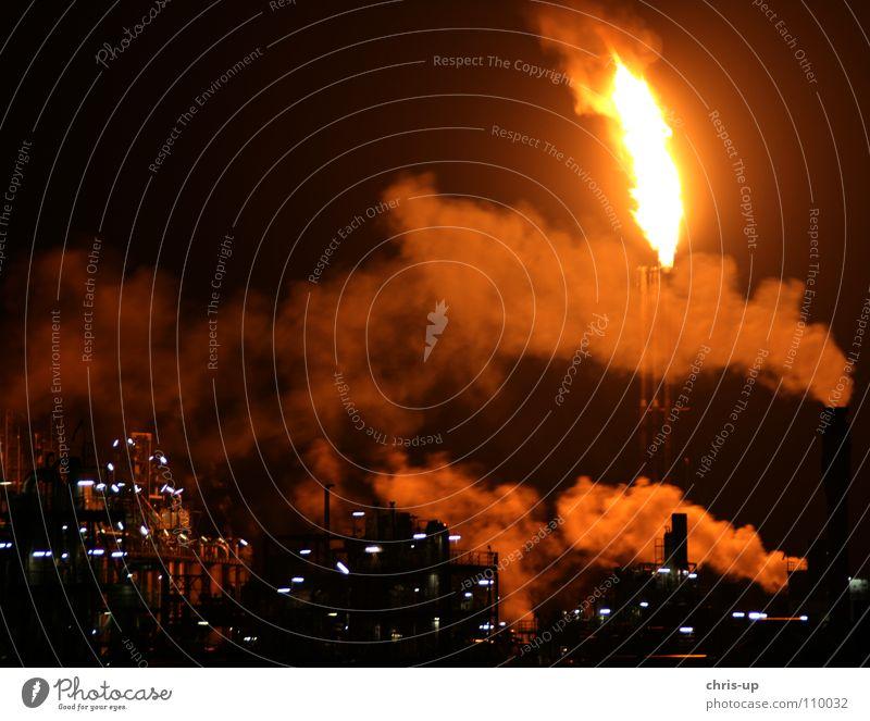 Industrie Feuer 2 Raffinerie Kühlung Umwelt Umweltverschmutzung Benzin Erdöl Diesel Elektrizität Kohlekraftwerk Abgas Industrialisierung Schornstein brennen