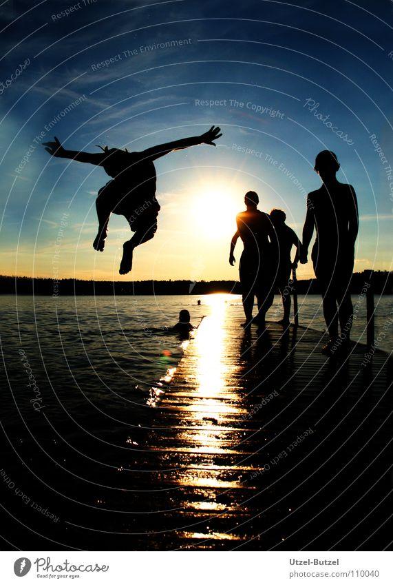 jump into the sun Steg mehrfarbig Wolken Unendlichkeit Freiheit Silhouette Sonnenuntergang rot ruhig Aktion harmonisch Verlauf Freundschaft Schulausflug