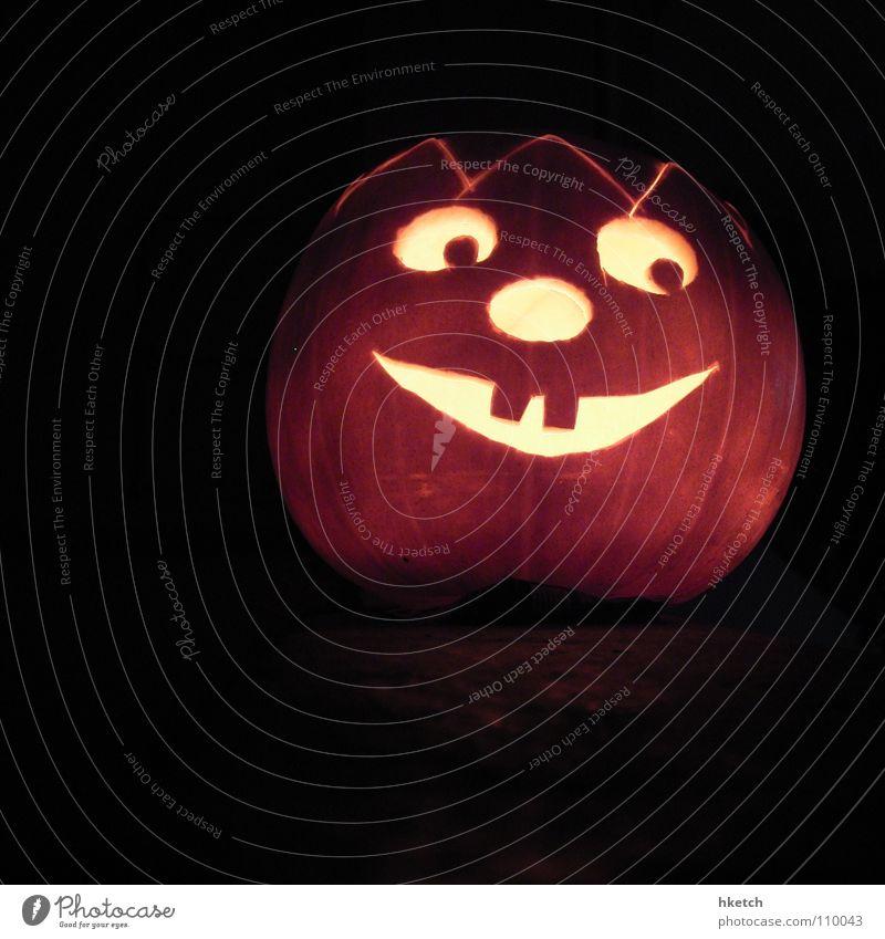 Hallo Wien! Gesicht schwarz Auge dunkel Herbst Lampe orange Deutschland Mund Angst Kindheit Beleuchtung Nase gefährlich Kerze USA