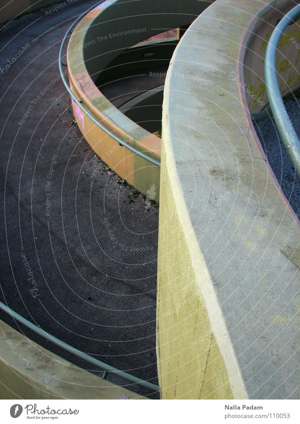 Fußgängerbrückenendespirale Architektur außergewöhnlich Beton rund Asphalt Geländer Fußweg Spirale Windung gekrümmt