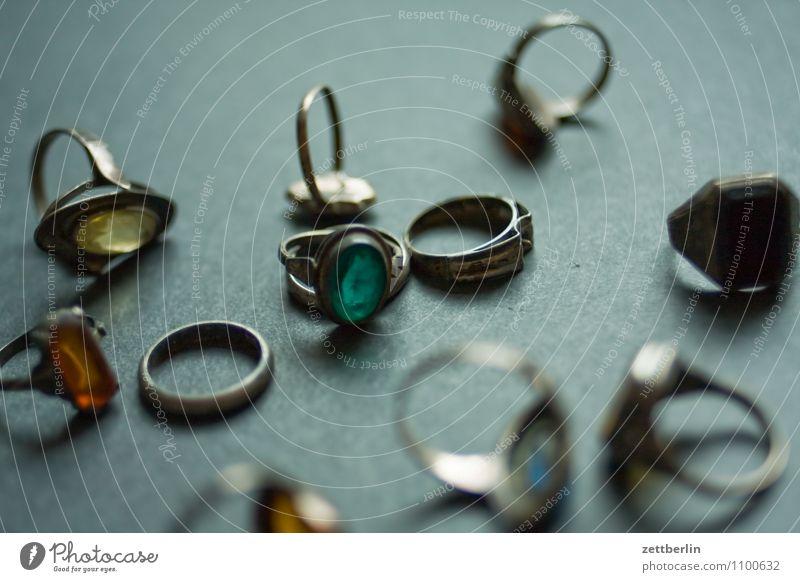 Ringe Schmuck Vergangenheit antik Erbe Ahnenforschung Familienglück Juwelier Accessoire Achat alt Bernstein Brillant Diamant edel Edelstein Glamour glänzend