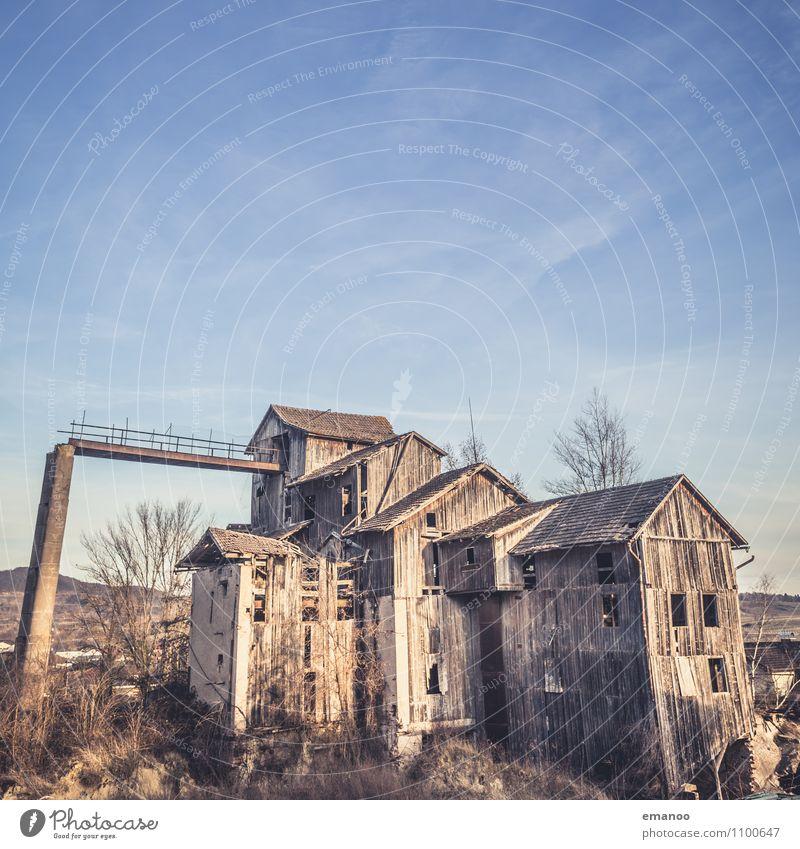 Geisterhaus Ferien & Urlaub & Reisen Sightseeing Himmel Dorf Stadtrand Haus Hütte Industrieanlage Fabrik Ruine Gebäude Architektur Fassade Dach Sehenswürdigkeit