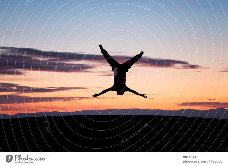 X Mensch Himmel Natur Jugendliche Landschaft Junger Mann Wolken Freude Ferne Leben Stil Sport Freiheit fliegen Lifestyle Horizont