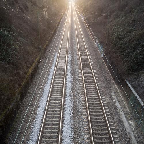 wie auf Schienen Ferien & Urlaub & Reisen Ferne Freiheit Stein Linie hell Metall Tourismus Verkehr Perspektive Geschwindigkeit Ausflug Eisenbahn