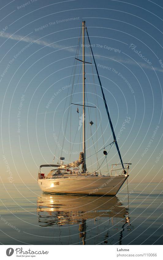 vor Anker Himmel Wasser Meer Wasserfahrzeug Spiegel Schifffahrt Segeln Segelboot Wassersport Kondensstreifen Ijsselmeer