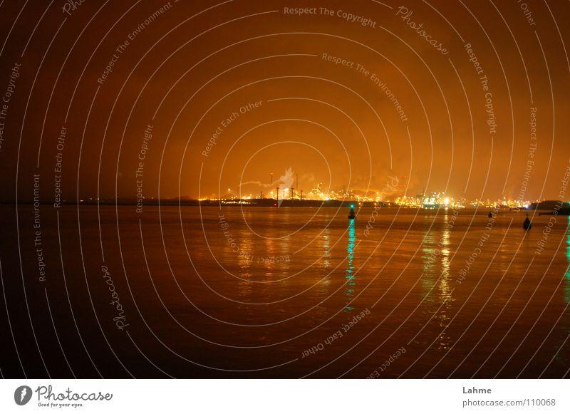 IJmuiden Industriehafen bei Nacht #1 Leuchtfeuer Schifffahrt Fass Niederlande Meer Licht Wolken grün braun Hafen Nordsee Brand Wasser