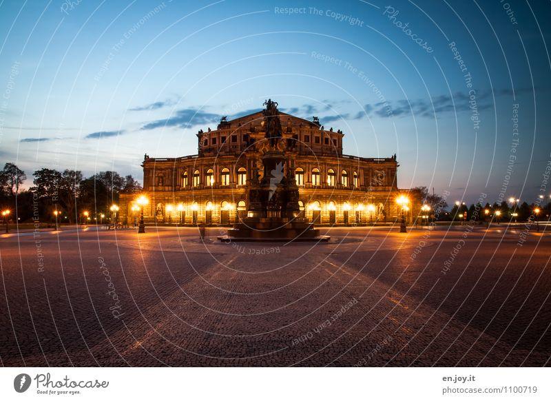 letzter Akt Ferien & Urlaub & Reisen Tourismus Ausflug Sightseeing Städtereise Nachtleben Theater Nachthimmel Dresden Sachsen Deutschland Stadt Platz Bauwerk
