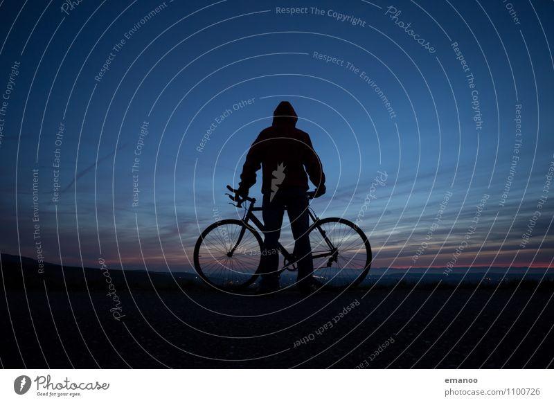 Radler Mensch Himmel Ferien & Urlaub & Reisen Mann Erholung Landschaft ruhig Wolken Ferne kalt Erwachsene Berge u. Gebirge Leben Sport Freiheit Horizont