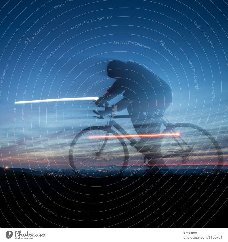 Geisterfahrer Mensch Himmel Natur Ferien & Urlaub & Reisen Mann Landschaft Freude dunkel Erwachsene Beleuchtung Sport Freiheit Lifestyle Horizont Kraft Körper