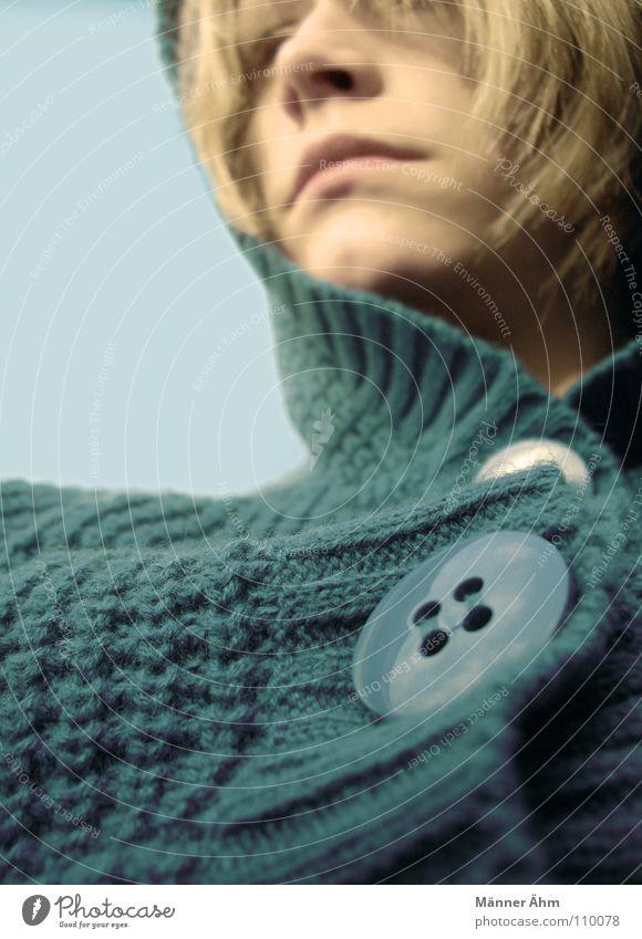 Strick chic. Knöpfe Pullover Wolle türkis Bekleidung Winter Herbst Kapuze Frau retro schick blond grün frieren Ferne Kopf Haare & Frisuren Gesicht Himmel blau