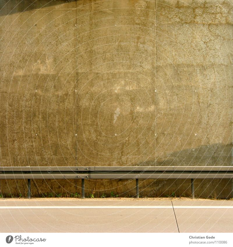 Höhere Wesen befahlen: Linke obere Ecke Schatten! Beton Autobahn Leitplanke Wand Rückfahrt Panne Pannenhilfe Mauer Brücke Verkehr Motorsport Autobahnbrücke