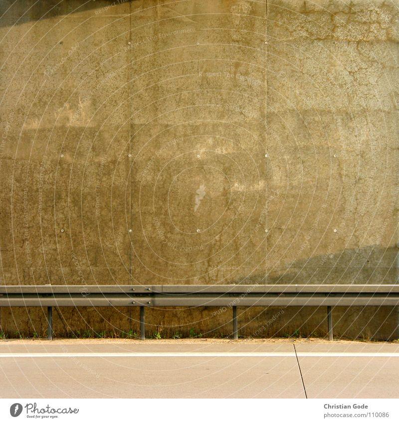 Höhere Wesen befahlen: Linke obere Ecke Schatten! Straße Wand Mauer Linie Schatten Beton Verkehr Brücke Autobahn Motorsport Panne Leitplanke Pannenhilfe Rückfahrt
