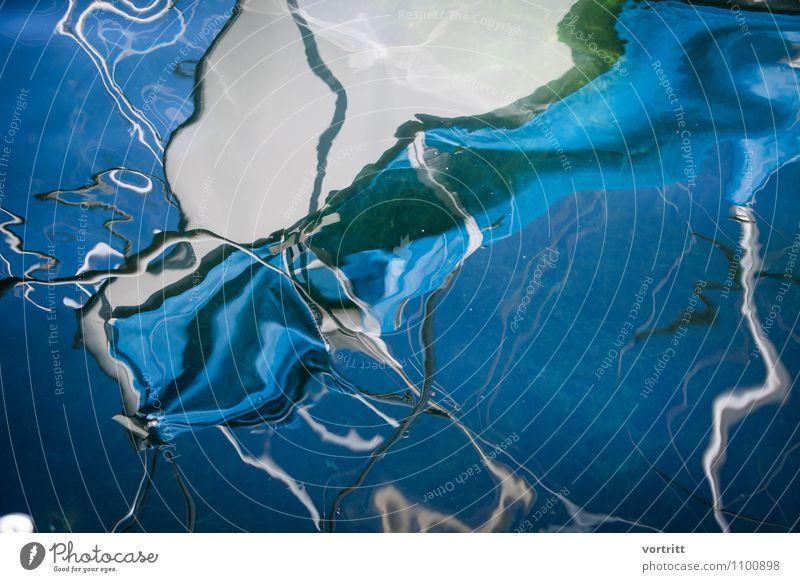 Himmelblau Umwelt Natur Wasser Bewegung außergewöhnlich grün Sicherheit Abenteuer Schifffahrt See Spiegelbild Verzerrung Mast Seil malerisch Farbfoto