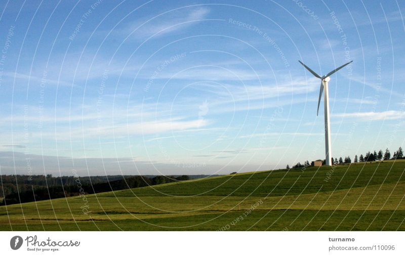 a martian saw a landscape Landschaftsformen Natur Himmel Wiese grün blau Marsianer schön Windkraftanlage Luft Gesundheit Blick Ferne Außerirdischer See