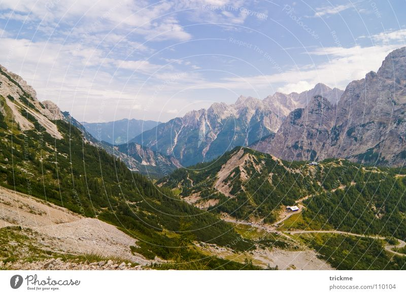 Berg und Tal schön Wolken Wald grün Park Baum harmonisch wandern Bergsteigen entdecken Fußweg Physik Berge u. Gebirge Landschaft blau Himmel Seenlandschaft