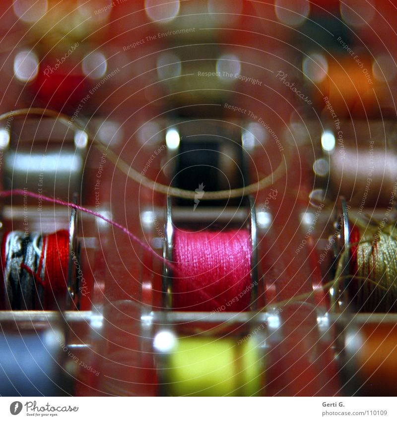 völlig verspult... Handwerk Nähen rosa Rolle Nähgarn Nähmaschine mehrfarbig sortieren Textilien Seide Leitfaden Faden verlieren Industrie Farbe Handarbeit