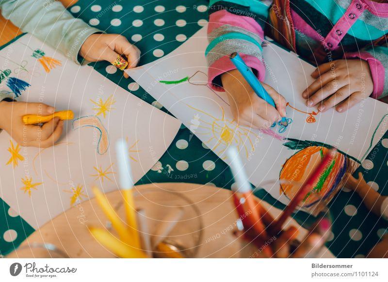 Malspiel Mensch Kind blau grün Hand Freude gelb Spielen Freizeit & Hobby Kindheit Arme Kreativität lernen Studium malen Bildung