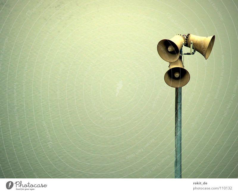 Achtung Durchsage: PARTYALARM!!!! Freude ruhig sprechen grau Stimmung hoch schreien hören Lautsprecher tief Rede Strommast Respekt Klang Warnhinweis laut