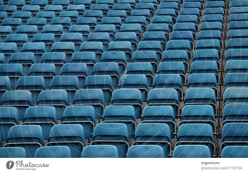 sitzgelegenheit blau Architektur leer Perspektive mehrere Show Konzert Veranstaltung Reihe Publikum viele Erwartung Sitzgelegenheit Sitzreihe Raster Steigung