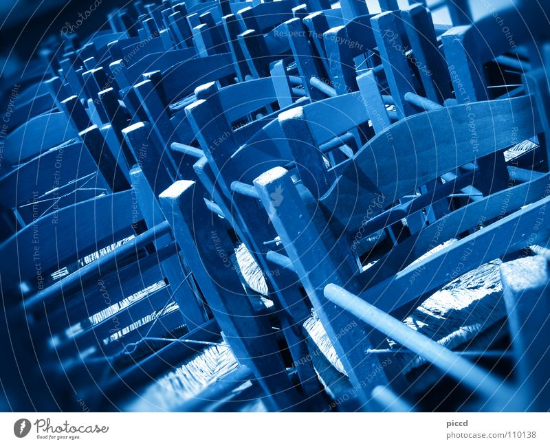 strange chairs blue blau Farbe Gastronomie Möbel Griechenland