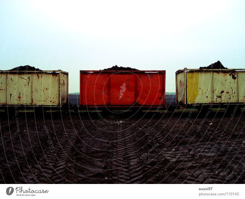 Rot/mittig rot Einsamkeit Verkehr Eisenbahn Güterverkehr & Logistik Gleise Mitte graphisch Bahnsteig Außenseiter Parteien Schienenverkehr SPD Schaffner Schmalspurbahn Öffentlicher Dienst