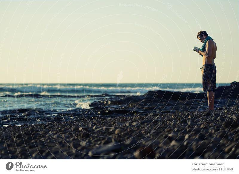 der mann und das meer Mensch Himmel Natur Jugendliche Wasser Erholung Meer Einsamkeit Junger Mann 18-30 Jahre Ferne Erwachsene Leben Frühling Küste Sand