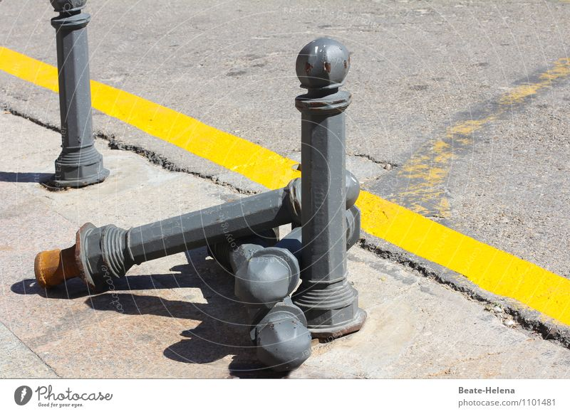 Straßenbowling Stadtzentrum Verkehr festhalten eckig gelb grau Sicherheit Schutz bedrohlich Dienstleistungsgewerbe Sinnesorgane Barriere Poller Straßenbelag