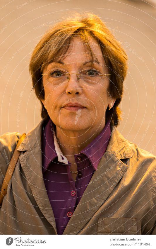 likeable business lady Mensch Frau Stadt schön Freude Erwachsene Senior orange Business Zufriedenheit elegant frisch modern authentisch Erfolg 60 und älter