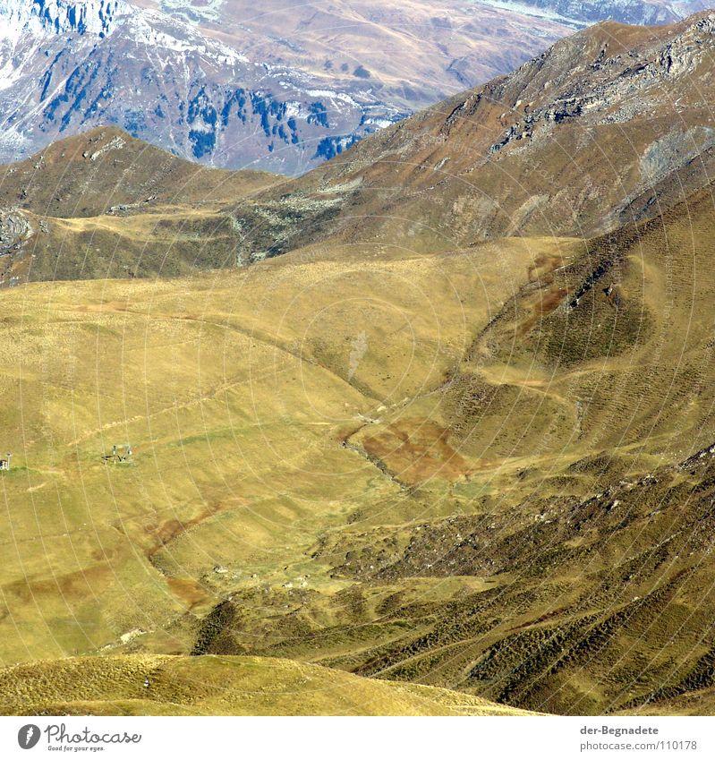 Mattis III Herbst Oktober Kanton Graubünden Schweiz Hügel Bergkuppe Bergkamm Horizont Berghang Freizeit & Hobby Ferien & Urlaub & Reisen wandern grün braun