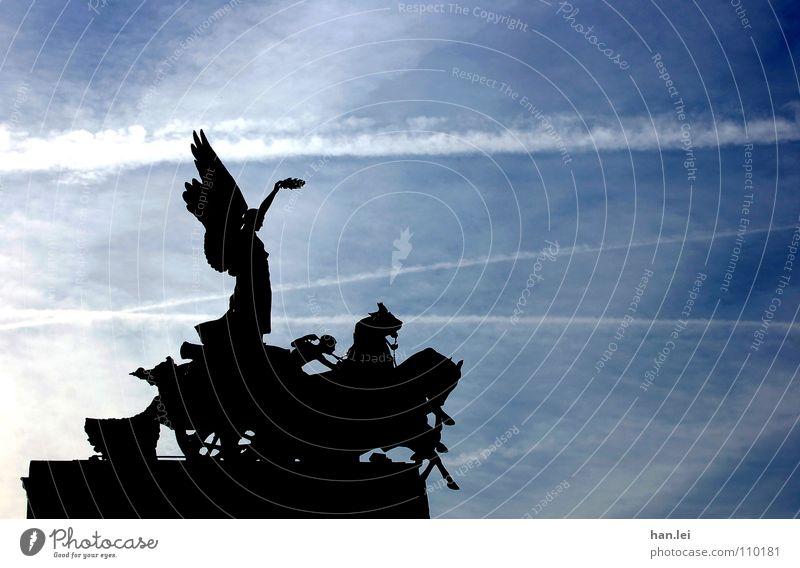 Hochnäsig Himmel Freiheit Erfolg Pferd Denkmal Statue Krieg Wahrzeichen London Reitsport Souvenir erinnern Kondensstreifen kutschieren Berlin Pferdekutsche