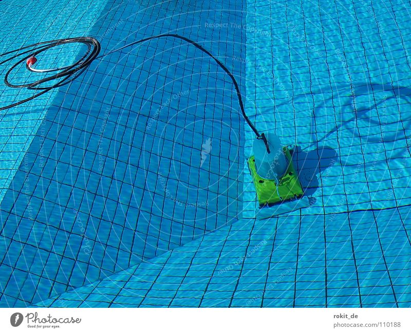 Schatz, hast du den Sauger gesehen? blau Wasser Sommer Freude springen Linie Wellen dreckig nass Reinigen Schwimmbad tauchen Fliesen u. Kacheln tief Neigung