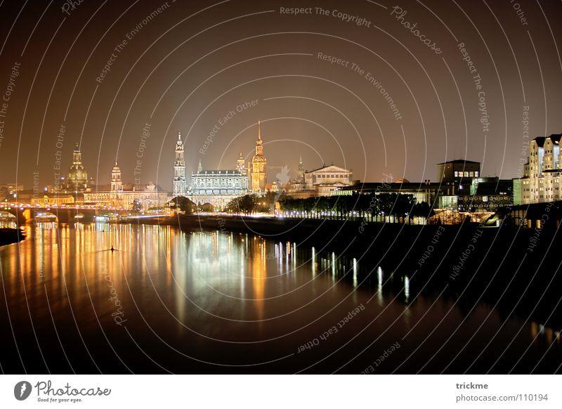 Dresden bei Nacht Stadt Licht dunkel schwarz gelb Haus Lampe ruhig Reflexion & Spiegelung Horizont Gebäude Denkmal Tourist Ferien & Urlaub & Reisen zentral