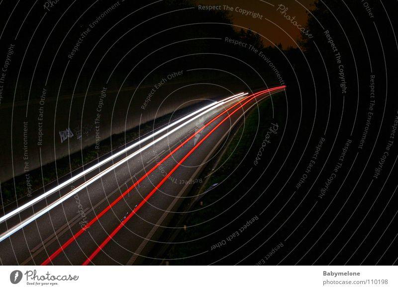 City in Motion Straße dunkel Bewegung PKW Verkehr Geschwindigkeit Spuren Autobahn Scheinwerfer Rücklicht Schnellstraße Lichtstreifen