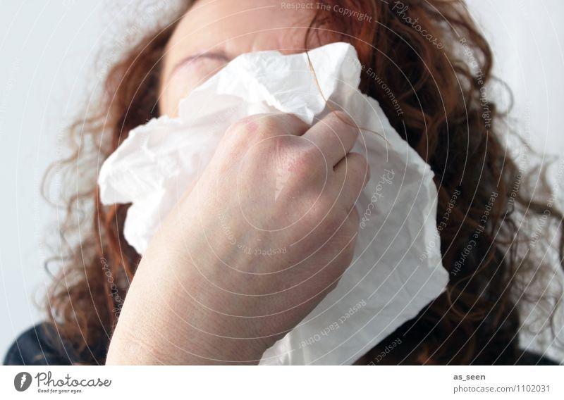 Hatschi!! Frau Erwachsene Leben Nase Hand 1 Mensch Taschentuch authentisch frech Krankheit lustig Traurigkeit Trauer Schmerz Erkältung Gesundheitswesen Grippe