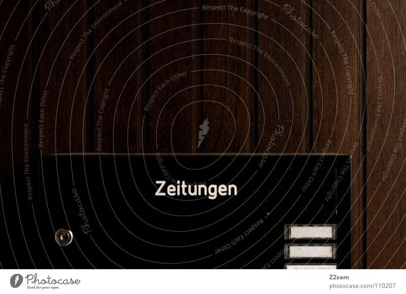 posteingang dunkel Holz Linie glänzend geschlossen Schriftzeichen Zeitung einfach Buchstaben Dinge Burg oder Schloss Quadrat Kasten Post Typographie silber