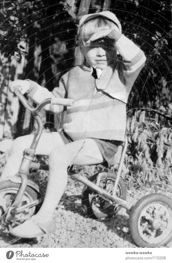 Fahrradfahrer schwarz Herbst Kind Dreiradfarad Farad Junge weis
