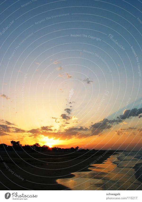 Morgenstund... Wolken Meer Strand Sonnenaufgang Sonnenstrahlen Sommer Italien Wellen Küste Wasser Blauer Himmel Sand bibione schwagab