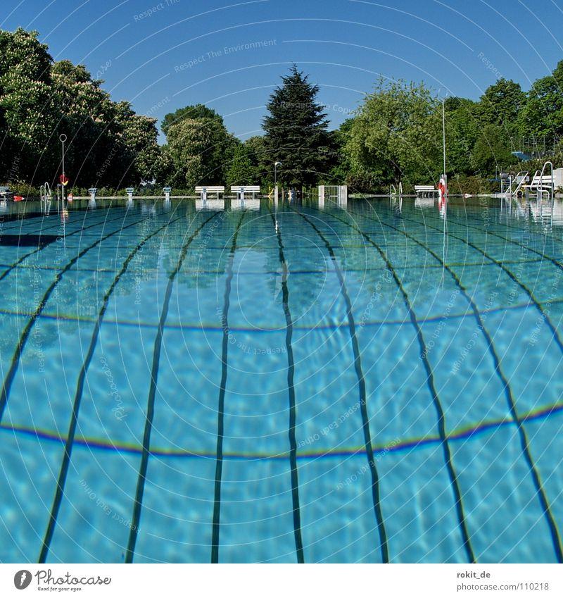 Wasser bis zum Hals blau Sommer springen Linie Wellen Angst dreckig nass Reinigen Schwimmbad tauchen Fliesen u. Kacheln tief Neigung Bikini