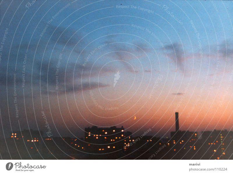 versmogter sonnenuntergang in moskau Himmel Sonne blau Stadt rot Sommer Ferien & Urlaub & Reisen Haus Wolken Traurigkeit Hochhaus Europa Trauer Rauch Russland