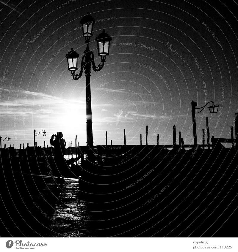 Buona notte venezia weiß Sonne ruhig schwarz Einsamkeit Lampe Erholung planen Italien Vergänglichkeit historisch atmen Abenddämmerung spät Lichtblick