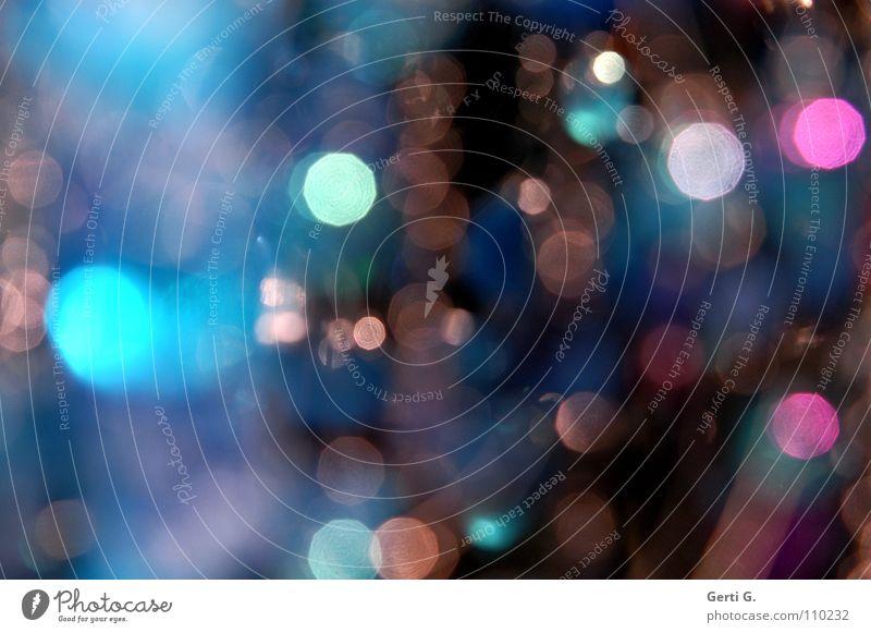 clavilux durcheinander spektral Lichtpunkt Unschärfe dunkel schwarz Nacht türkis Schmuck Perlenkette Lichteinfall obskur verwaschen ungenau
