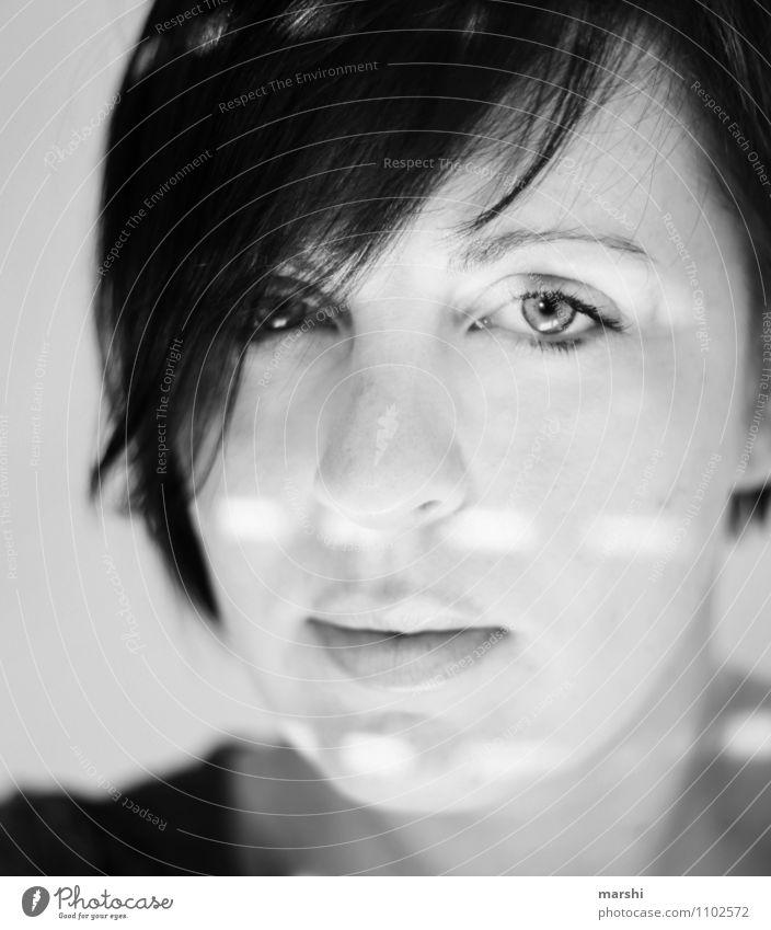 Lichtblicke Freizeit & Hobby Mensch feminin Junge Frau Jugendliche Erwachsene Kopf 1 30-45 Jahre Gefühle Stimmung Lichtfleck Porträt Blick in die Kamera