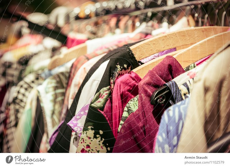 Neulich auf dem Flohmarkt II Lifestyle kaufen Stil Design Sommer Business Mode Bekleidung Kleid Stoff verkaufen ästhetisch Freundlichkeit Billig trendy retro