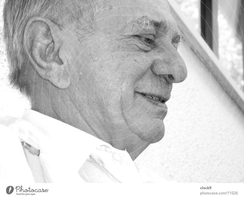 Blick nach vorne 3 Mann Großvater Porträt alt Kopf lachen Ohr Nase Mund Auge